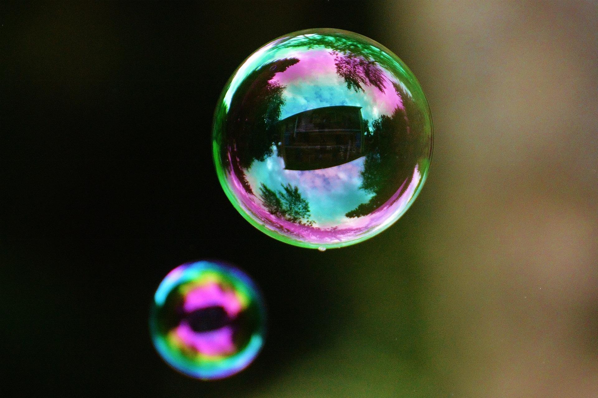 soap-bubbles-817098_1920